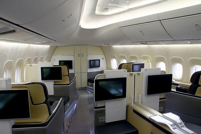 800px-Boeing_747-830,_Lufthansa_AN2119979