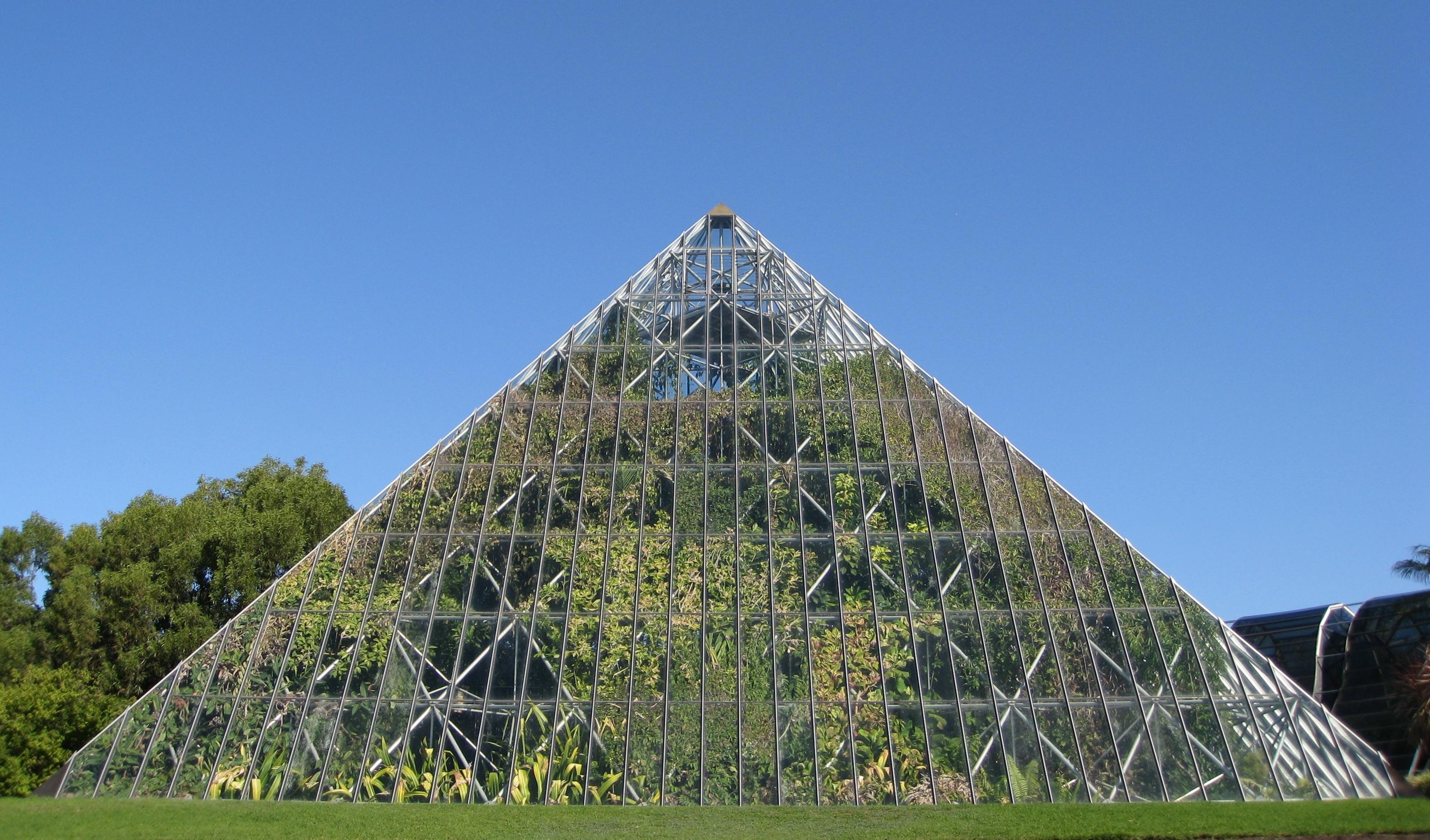 Pyramid_Glasshouse_-_Tropical_Centre
