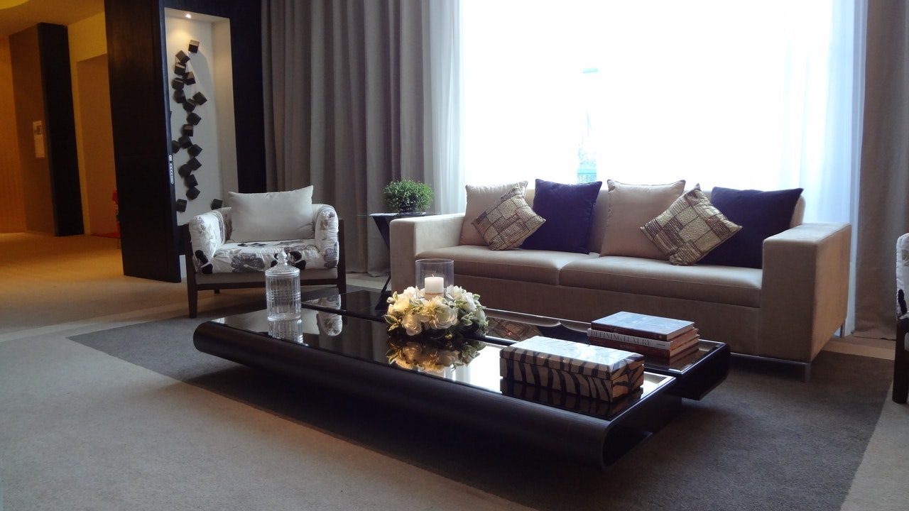 8 Designer Tips For A Stunning Living Room Arrangement