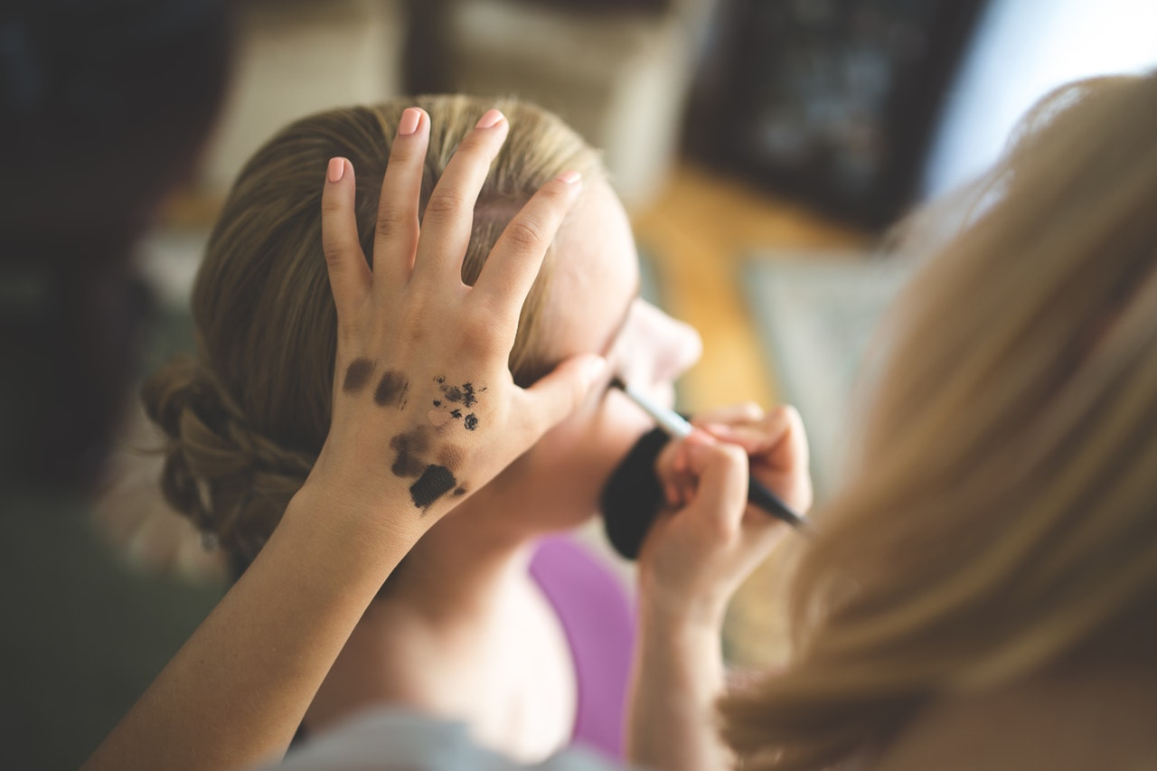 Online makeup course from the Academy of Freelance Makeup